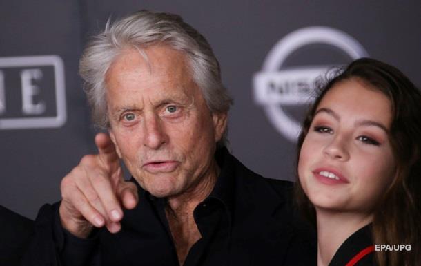 Дочь Майкла Дугласа рассказала о травле из-за  старого  отца