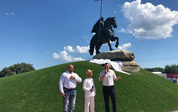 У Києві відкрили пам ятник богатирю Іллі Муромцю
