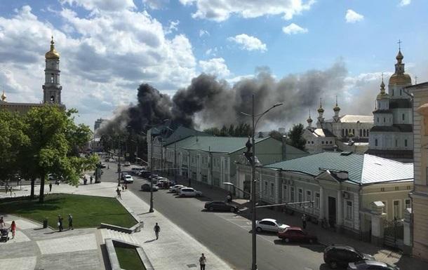 У центрі Харкова горить будівля академії
