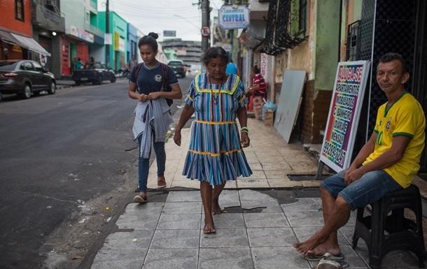 Жителям Венесуели вперше за 15 років дозволили купувати валюту