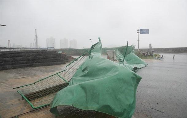 На Шанхай налетів потужний тайфун, евакуйовані 130 тис. осіб