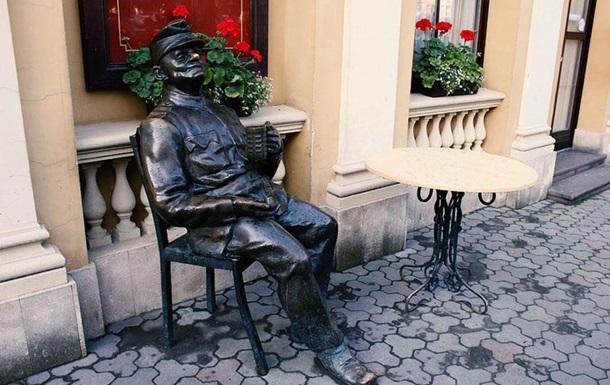 Когда в Украине начнут сносить памятники бравому солдату Швейку?