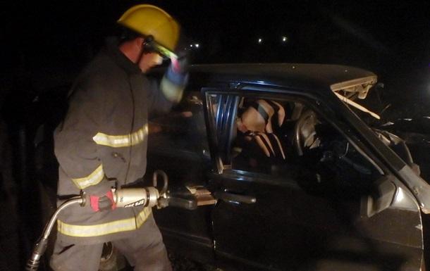 ДТП на Херсонщині: тіло водія з авто діставали рятувальники