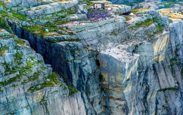 Фільм Місія нездійсненна-6 показали на 600-метровій скелі
