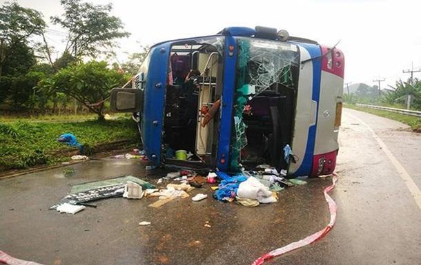 У Таїланді перекинувся двоповерховий автобус з туристами