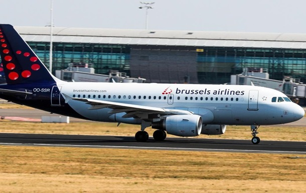 У Брюсселі літак зі 150 пасажирами здійснив аварійну посадку