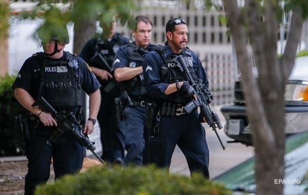 У США поліція розганяла прихильників Трампа світлошумовими гранатами