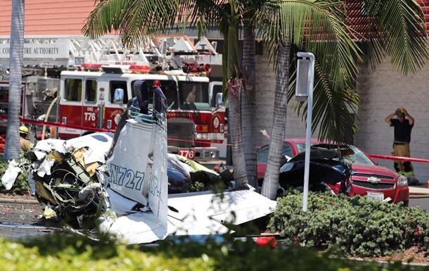 В США самолет упал на стоянку: пять жертв