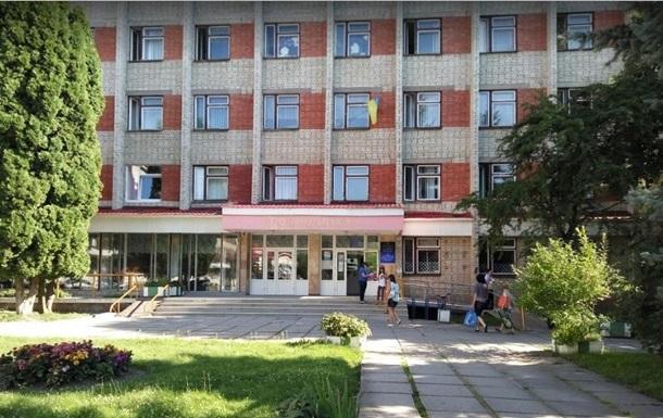 У Львові чоловік викинувся з вікна поліклініки