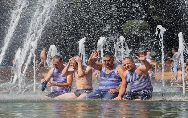 Расплескалась синева, как Русские военные отмечают день ВДВ в Донецке