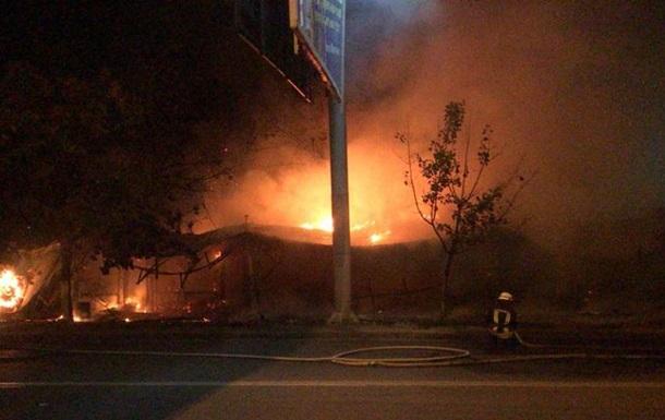 В Одесі згоріли сім магазинів