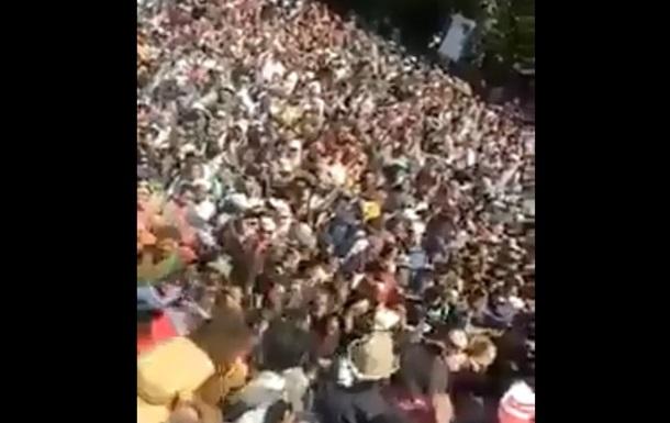 Рятування від землетрусу людей зняли на відео