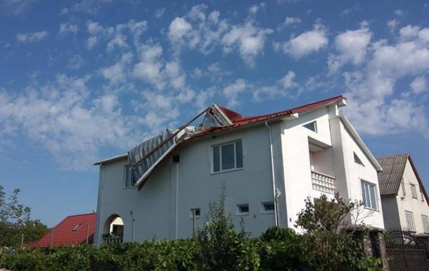 Сильний вітер позривав дахи на Закарпатті