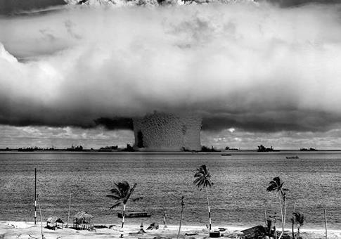 Гонке ядерных вооружений посвящается