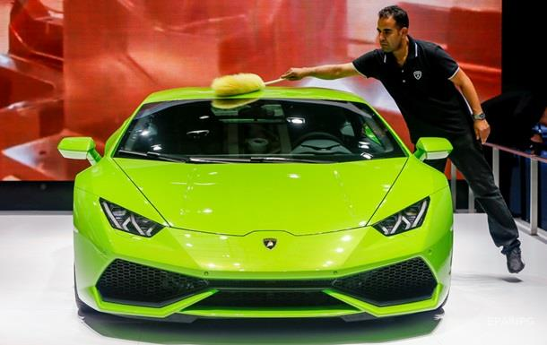 Турист получил 33 штрафа за три часа на арендованном Lamborghini