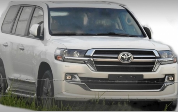 В Сети показали обновленный Toyota Land Cruiser