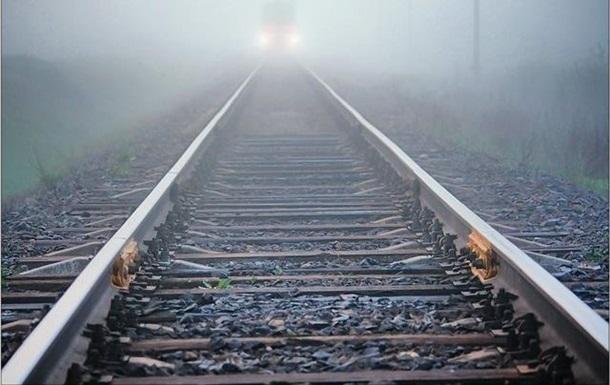 На Житомирщині потяг збив чоловіка, який спав на рейках