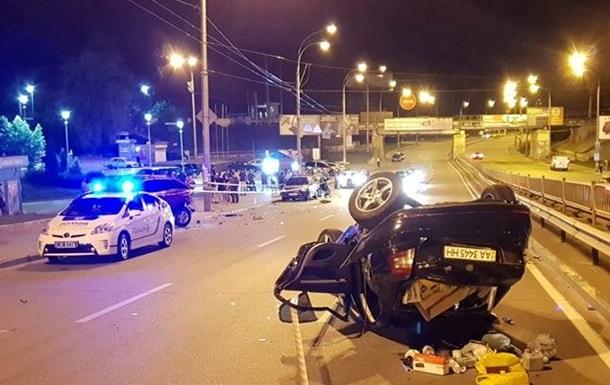 У Києві Skoda в їхала в три машини, загинув чоловік