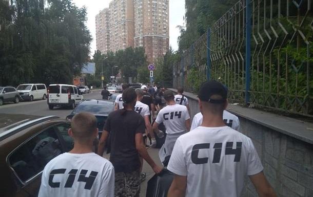 Радикали з С14 побили адвоката в залі суду Києва