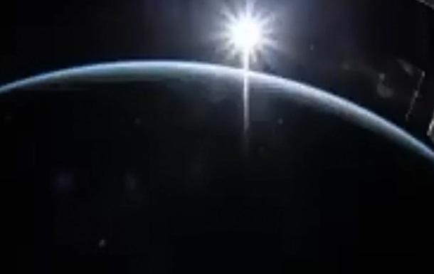 Астронавт снял с МКС зрелищное видео рассвета
