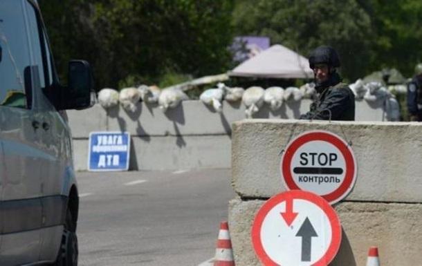 На КПВВ Майорське прострелили два модулі пункту надання допомоги