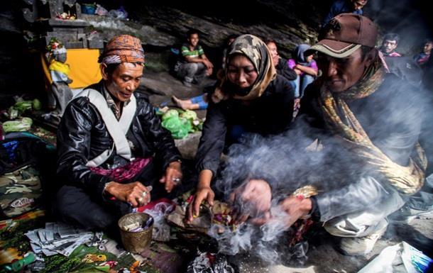 Індонезійку 15 років утримував у печері місцевий шаман