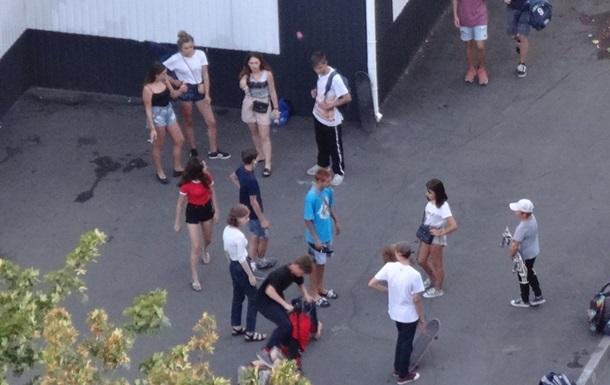 В Харькове на тротуаре нашли пьяную девочку
