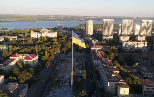 У Дніпрі підняли прапор на 72-метровому флагштоку