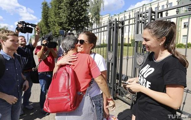 У Білорусі почали відпускати затриманих журналістів