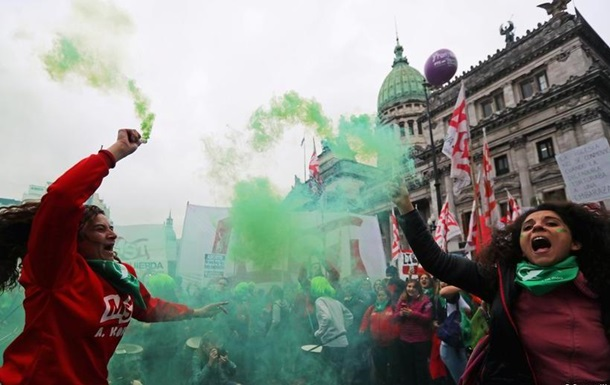 В Аргентині провалилася ініціатива щодо легалізації абортів