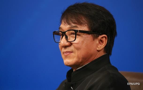Джеки Чан попал под мощный селевой поток вКитае