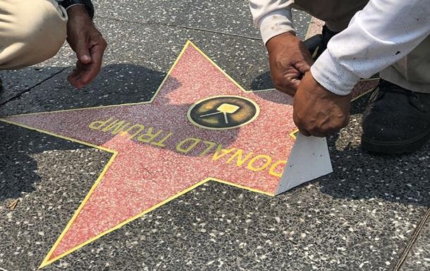 Півсотні зірок наклеїли на Алеї слави на честь Трампа