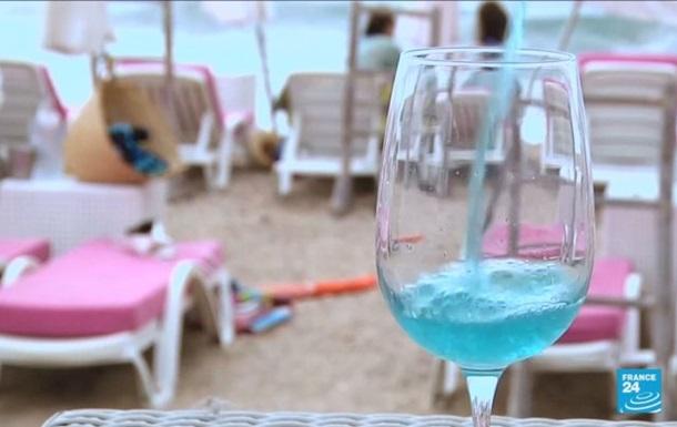 Во Франции вошло в моду голубое вино
