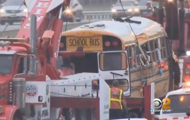 Аварія зі шкільним автобусом у США: 42 постраждалих