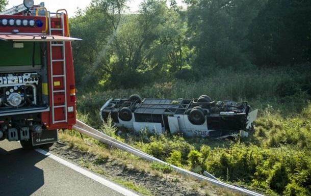 В Угорщині в ДТП постраждали 13 українців