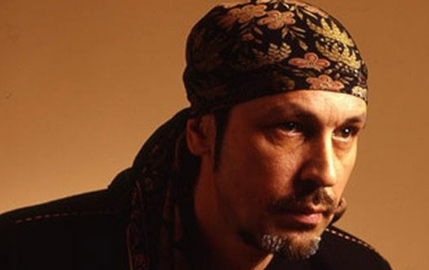 Известного российского певца госпитализировали с инсультом