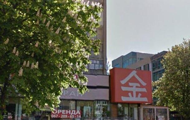 У Києві жінка впала з 11-го поверху на дах ресторану