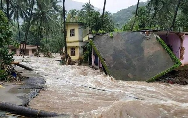 В Індії ввели надзвичайний режим через зливи