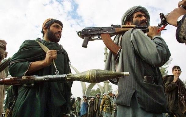 В Афганистане талибы разгромили военную базу: десятки погибших