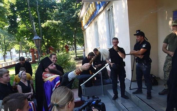 Священики УПЦ МП намагалися проникнути на режимний об єкт - ЗМІ