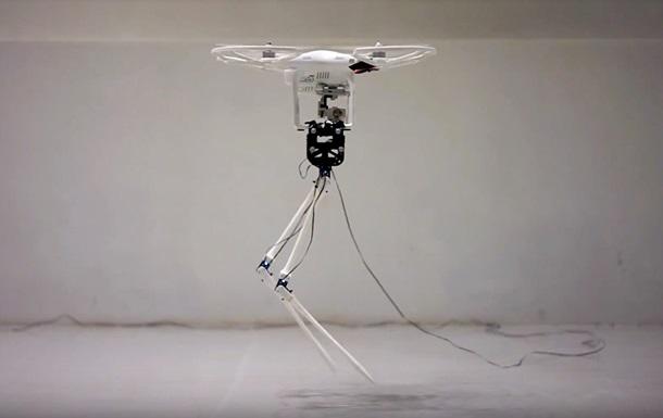 Дрон научил двуногого робота  летящей походке