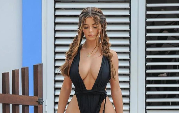 Модель Демі Роуз вразила відвертим купальником