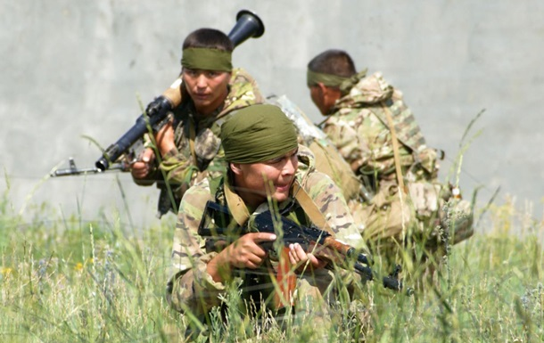 В Казахстане десять военных пострадали при взрыве на полигоне