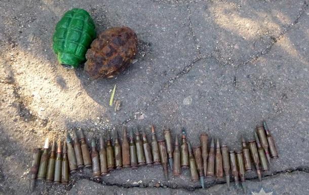 В Одесской области задержали мужчину с гранатами и патронами в мешке