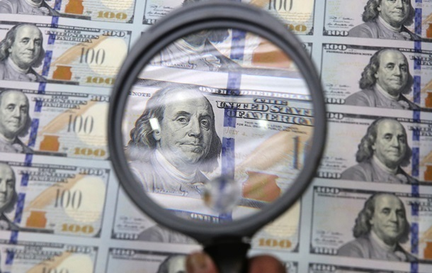 Долар зріс до максимуму за рік на світових ринках