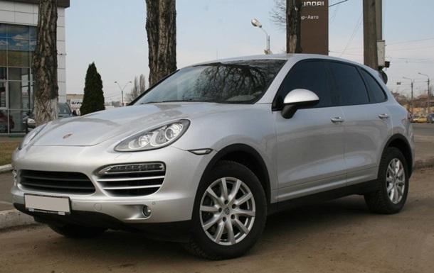 В Одесі в інспектора ДФС знайшли Porsche Cayenne