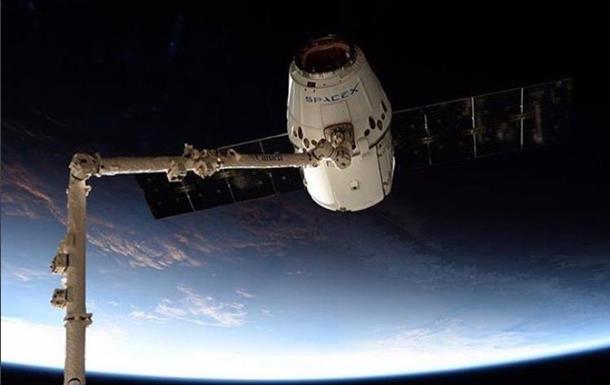 Космічний корабель Маска Dragon-2 показали без обшивки
