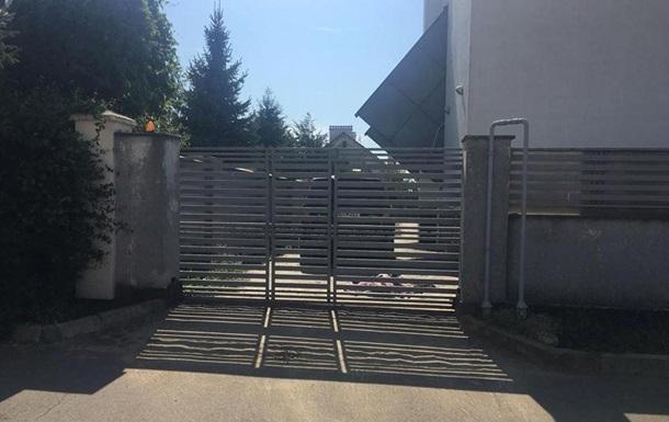 Під Одесою металеві ворота вбили дитину