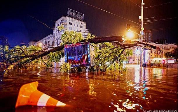 Підсумки 16.08: Київ під водою і долар по 28 гривень