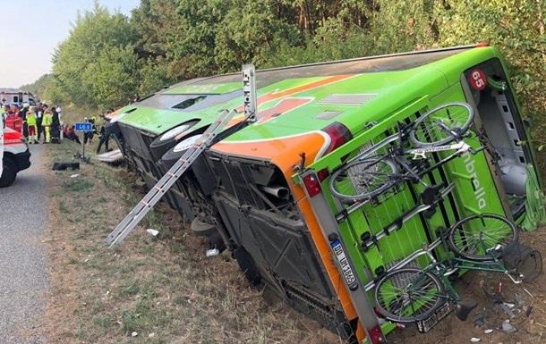 У Німеччині перекинувся автобус: 16 постраждалих